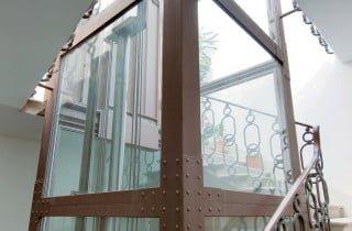 ascensore interno in vetro