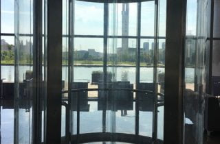 ascensore-in-vetro-design-ingresso