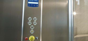 Allarme ascensore: normativa, sistema di telesoccorso e terminali vivavoce