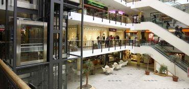 Ascensori per centri commerciali: design, funzionalità, innovazione e risparmi energetici